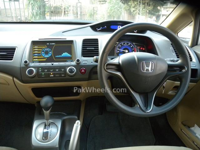 Civic Factory fitted Navigation System/Rear Camera - 108843