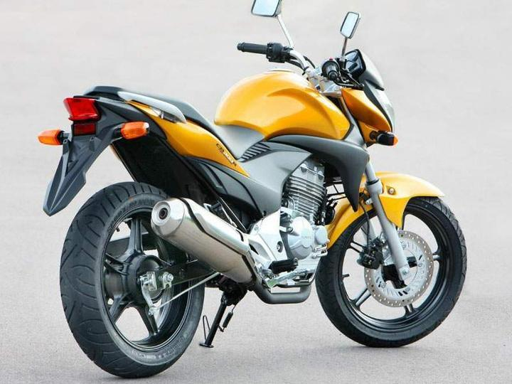 HONDAs New Machine CB300R 2010 The Real Street Bike In Single Cylinder Category Need Your Comments On This Powerful Beauty