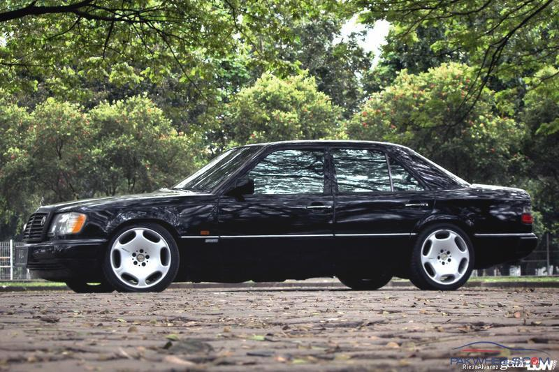 Legendary Mercedes W124 E-Class 1984-1995 Lounge - Other Car