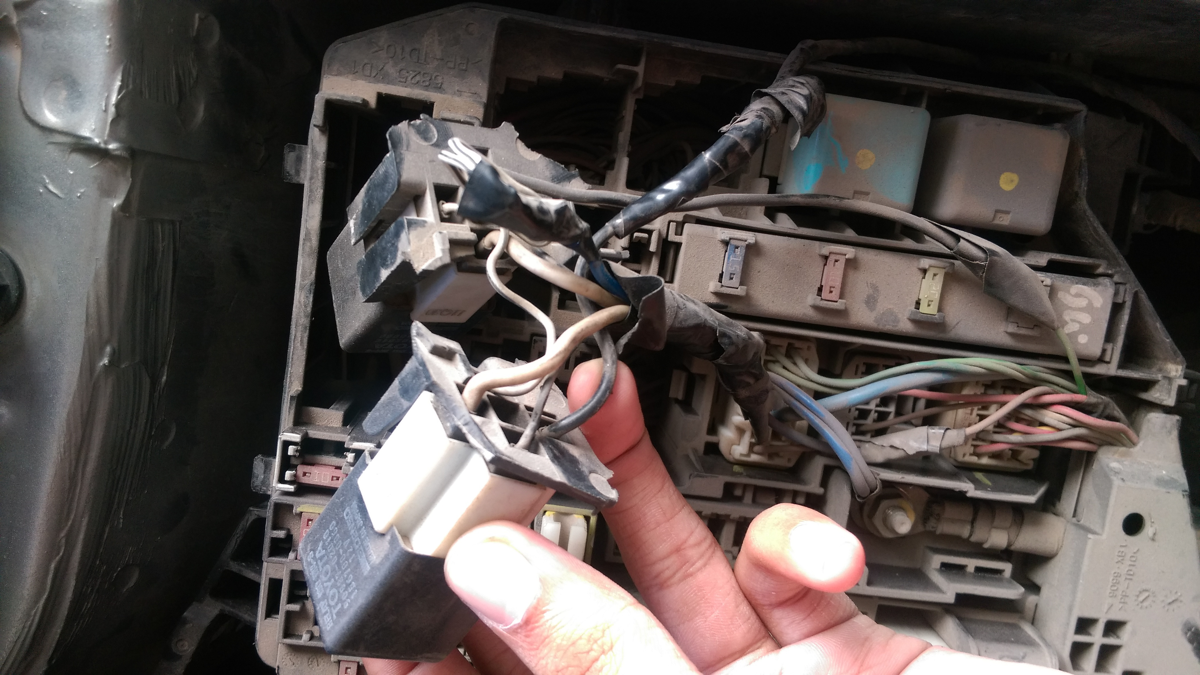 Corolla Gli Direct Radiator Fan Issue Help Needed Fuse Box That Black Wire Goes To This Relay In The Is On My Finger