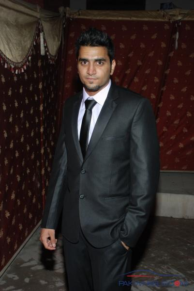 Best Place to Get Slim Fit 3 Piece Suit in Lahore - Non Wheels ...