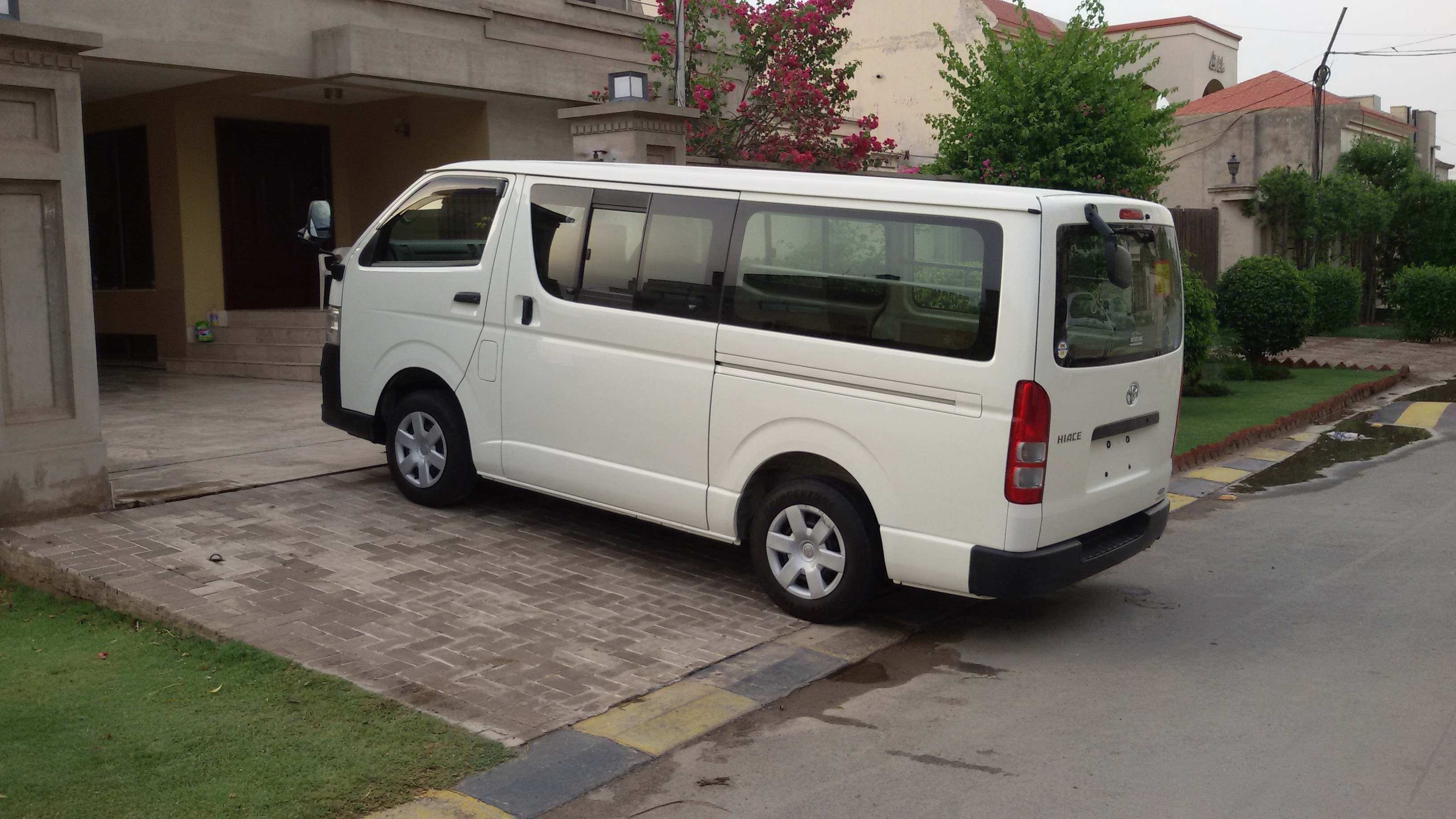 toyota hiace 200 cars pakwheels forums. Black Bedroom Furniture Sets. Home Design Ideas
