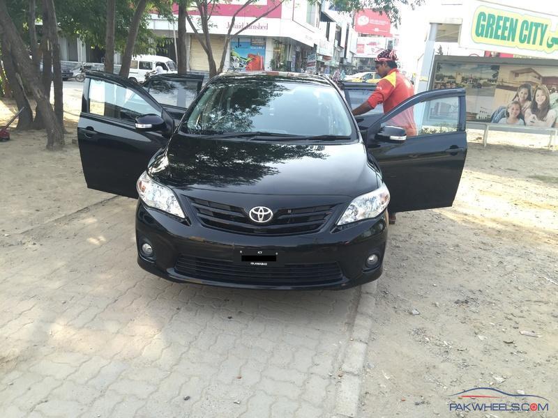 WTS : 2014 Toyota Corolla 1 6 Gli VVTi Black (Peshawar