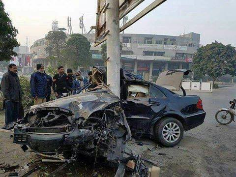 Mercedes Benz Accident In Y Block Dha Lahore Spotting Hobbies