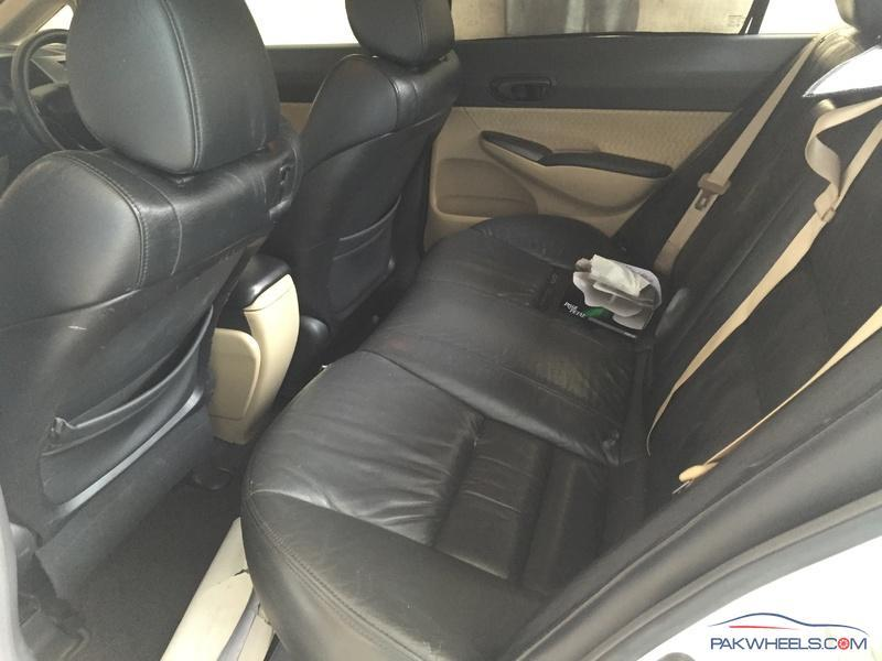 I Want To Sale My Honda Civic Original Japanese Leather Seats Seats Are In  Good Condition As U Can See In Pictures Price 25000