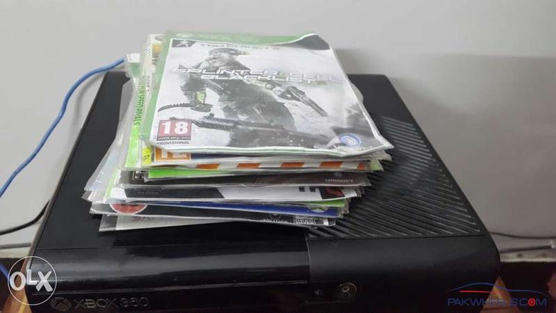 Xbox 360E 250Gb with two wireless controllers 19000RS - Non